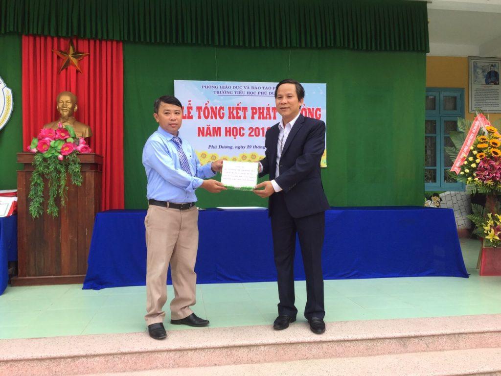 Công ty cổ phần Du lịch Mỹ An trao tặng học bổng cho học sinh nghèo -3